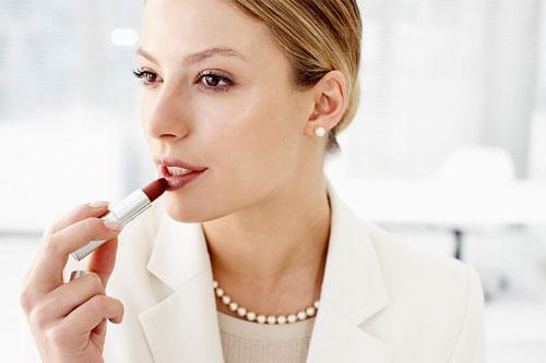5 lời khuyên hữu ích khắc phục tình trạng môi thâm cho các nàng