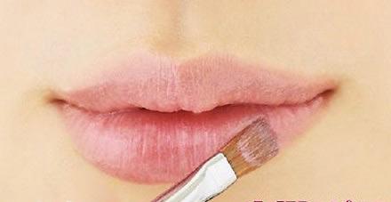 """""""Mẹo"""" sử dụng son che khuyết điểm cho đôi môi1"""