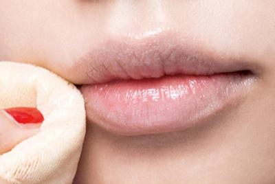 """Bí kíp """"phủ dầy"""" đôi môi mỏng và thâm bằng nghệ thuật trang điểm2"""