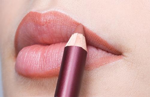 """Bí kíp """"phủ dầy"""" đôi môi mỏng và thâm bằng nghệ thuật trang điểm3"""