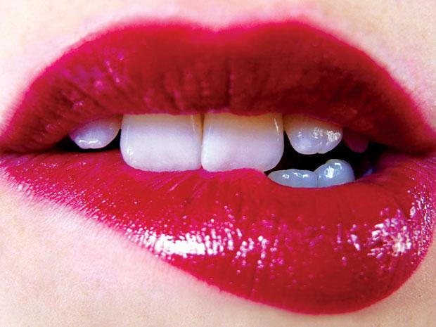 """""""Điểm danh"""" 5 sai lầm khi trang điểm môi mà bạn gái hay mắc phải2"""