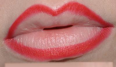 """""""Điểm danh"""" 5 sai lầm khi trang điểm môi mà bạn gái hay mắc phải4"""