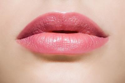 """""""Hô biến"""" môi thâm bằng 2 cách trang điểm độc đáo1"""