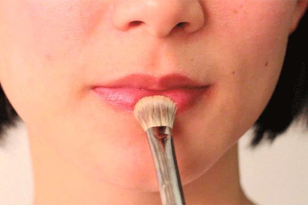 """""""Hô biến"""" môi thâm bằng 2 cách trang điểm độc đáo2"""