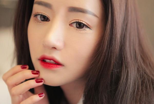 Hóa thiên thần xinh đẹp với son môi đỏ2