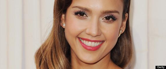 4 bước cực đơn giản để có đôi môi hồng đẹp như Jessica Alba