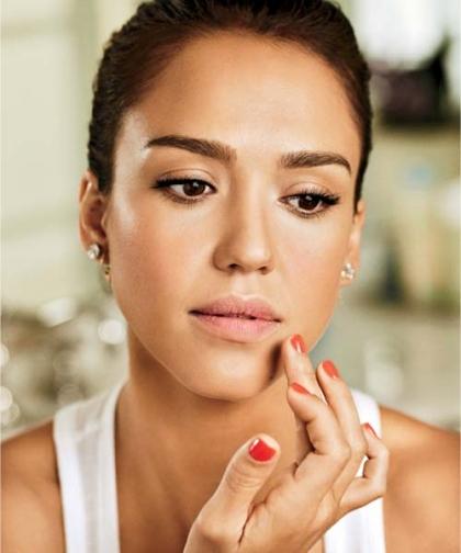4 bước cực đơn giản để có đôi môi hồng đẹp như Jessica Alba1