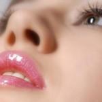 Có phải môi bị khô sau khi phun xăm môi không?