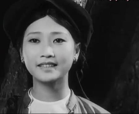 Phụ nữ Việt xưa làm đẹp môi, lông mày bằng gì?1