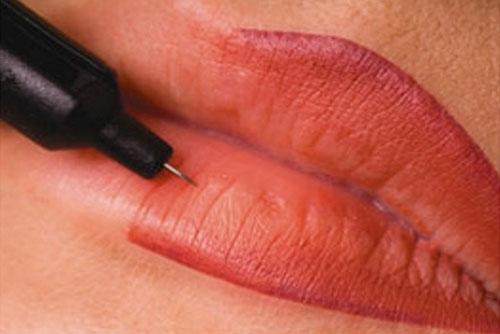 Phụ nữ mới sinh có được xăm môi không?