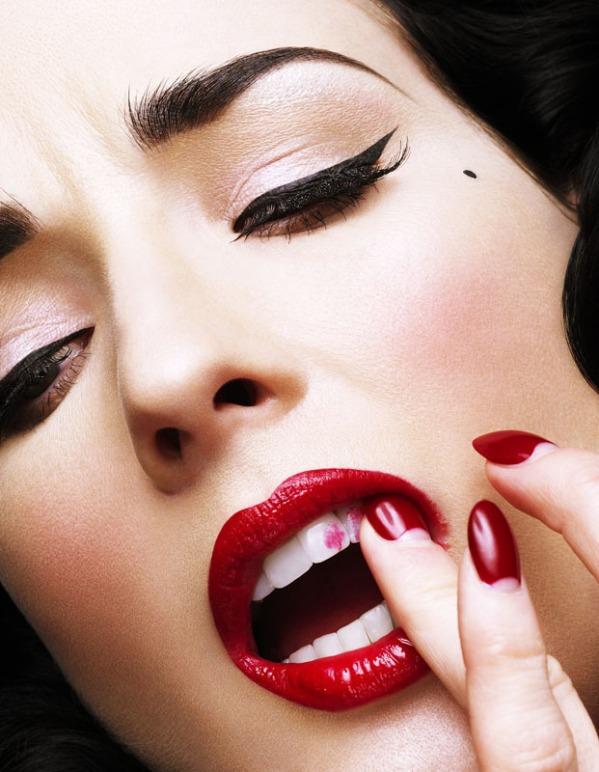 """Những lỗi trang điểm môi khiến đàn ông """"sợ chạy mất dép""""4"""