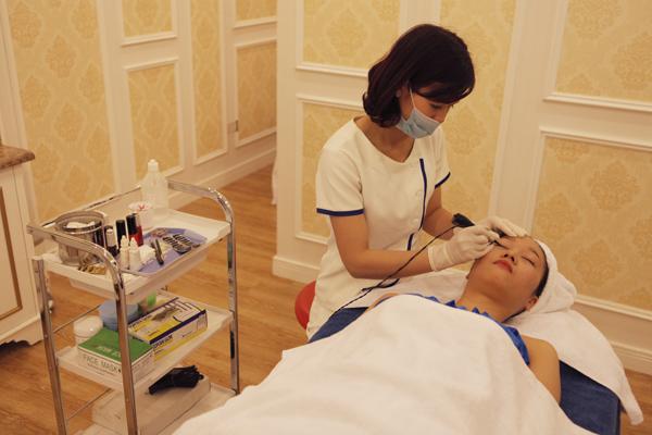 Sau xăm mí mắt có phải uống thuốc kháng sinh không?2