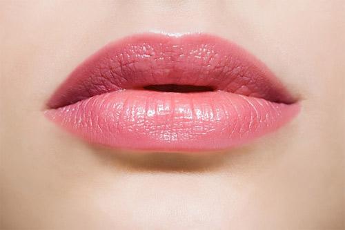Có bị chảy máu khi phun môi?1