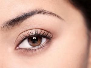 Xăm viền mí mắt có để lại biến chứng không?