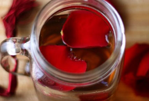 cách làm hồng môi bằng mật ong1