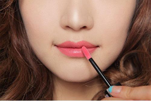 môi trắng nhợt nhạt 2