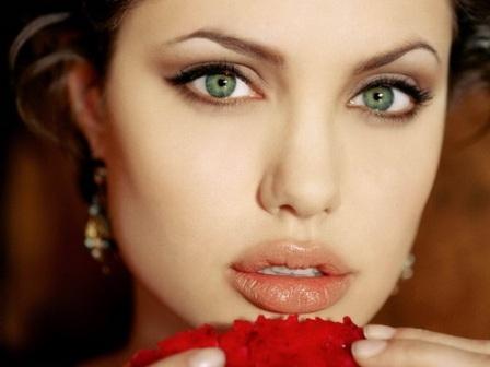 che khuyết điểm môi 1