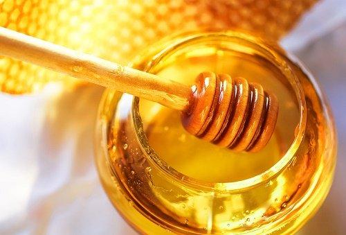 cách làm hồng môi với mật ong 20