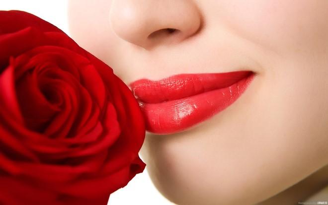 phun xăm môi có bị sưng không
