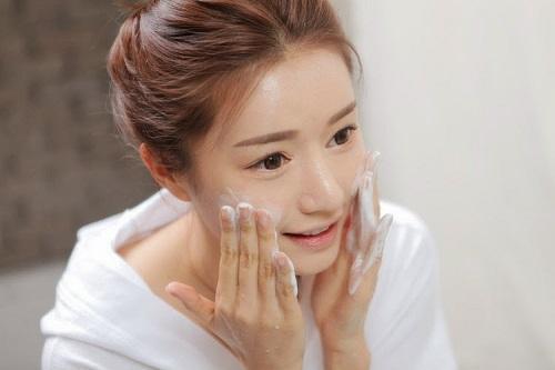 Sau điêu khắc lông mày công nghệ Hàn Quốc có phải kiêng khem gì không 1