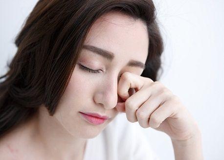 Làm thế nào để giảm sưng sau khi phun mí mắt hiệu quả2