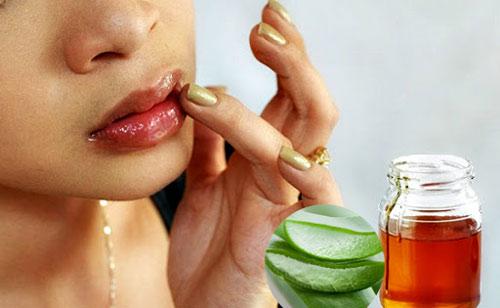 cách làm hồng môi bằng mật ong