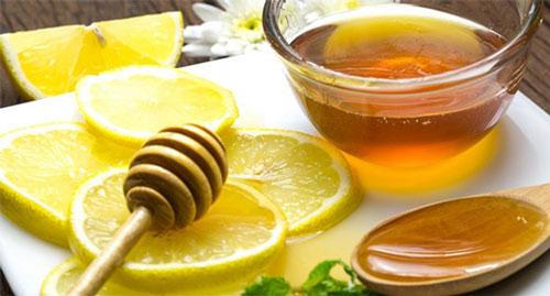 cách trị thâm môi tại nhà bằng mật ong
