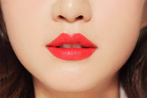 phun môi collagen màu đỏ cam