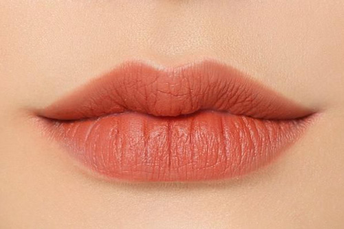 phun môi màu cam đất