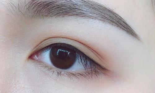phun mí mắt nai